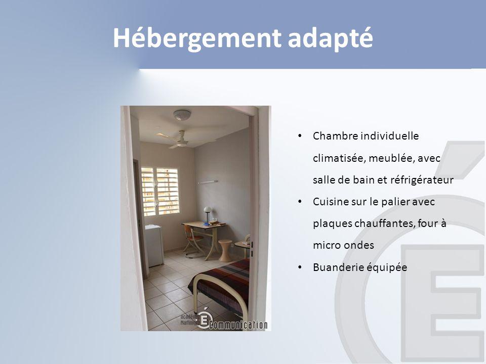 Hébergement adapté Chambre individuelle climatisée, meublée, avec salle de bain et réfrigérateur Cuisine sur le palier avec plaques chauffantes, four