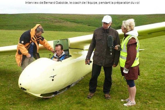 Interview de Bernard Gabolde, le coach de léquipe, pendant la préparation du vol