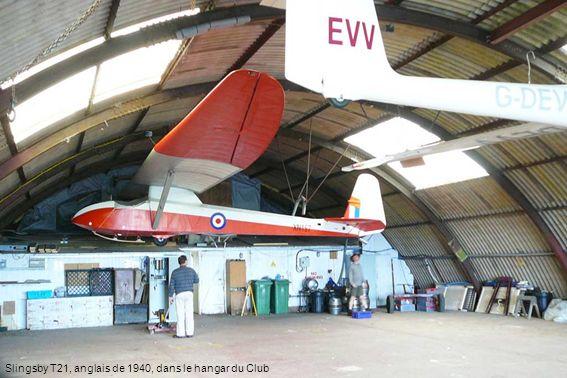 Slingsby T21, anglais de 1940, dans le hangar du Club