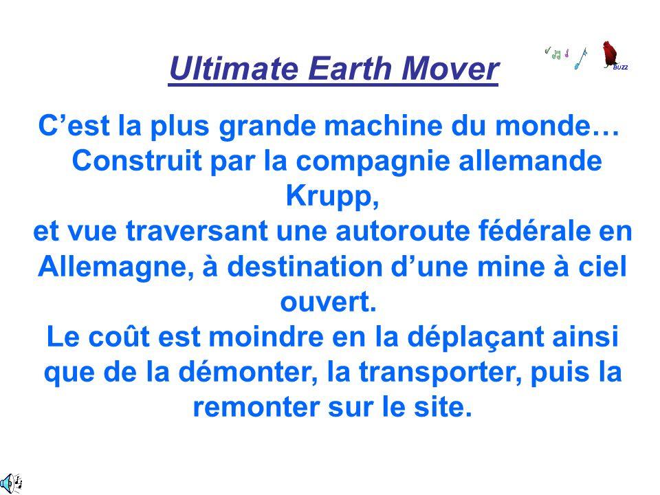 Ultimate Earth Mover Cest la plus grande machine du monde… Construit par la compagnie allemande Krupp, et vue traversant une autoroute fédérale en All