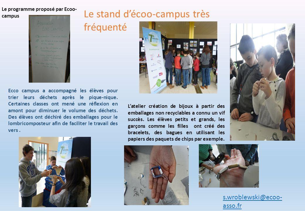 Le stand décoo-campus très fréquenté Le programme proposé par Ecoo- campus Ecco campus a accompagné les élèves pour trier leurs déchets après le pique
