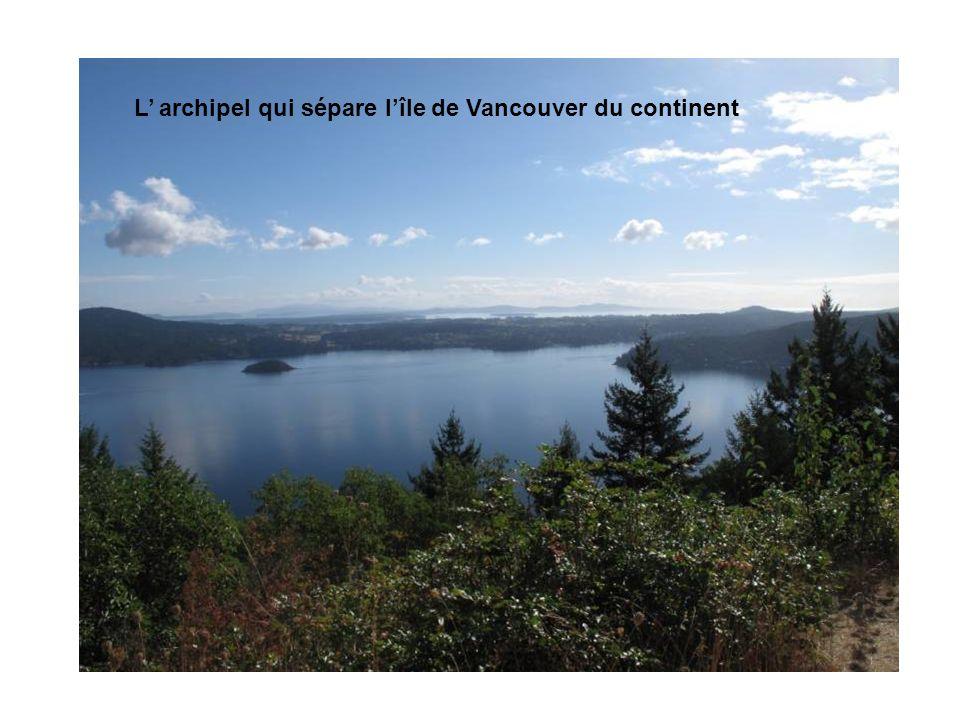 L archipel qui sépare lîle de Vancouver du continent
