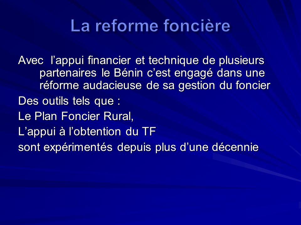 Avec lappui du MCC à travers le programme du MCA Bénin, sept études thématiques variées relatives à laccès et à la gestion du foncier ont été réalisées et synthétisées dans un livre blanc sur le foncier.