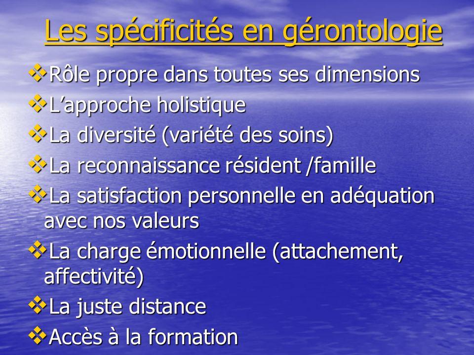 Les spécificités en gérontologie Rôle propre dans toutes ses dimensions Rôle propre dans toutes ses dimensions Lapproche holistique Lapproche holistiq