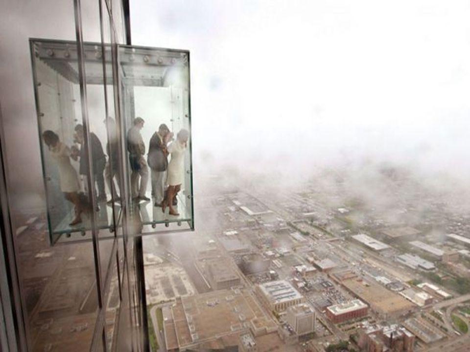 Balcon de verre dun gratte-ciel au 103 e étage à Chicago
