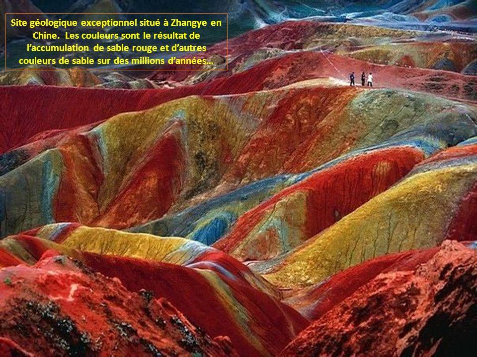 Site géologique exceptionnel situé à Zhangye en Chine.