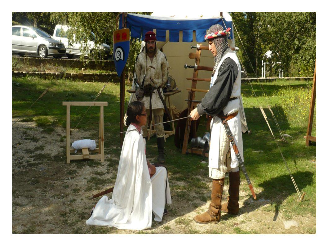 c) Les armes d un chevalier Les chevaliers ont des armes telles que: des épées, des boucliers, des lances,des casques etc...