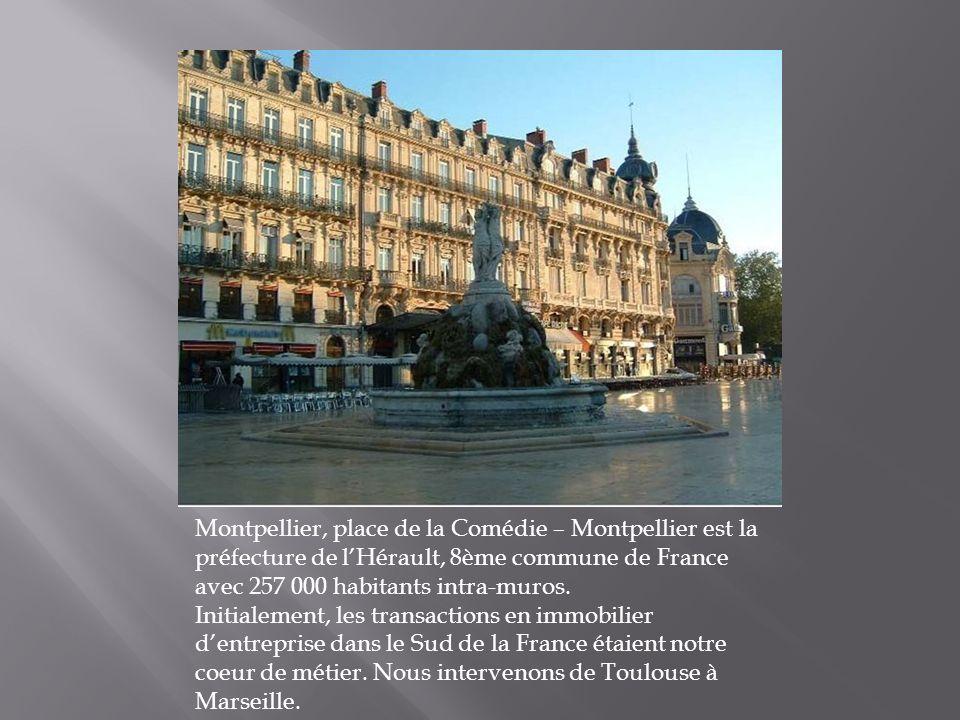 Montpellier, place de la Comédie – Montpellier est la préfecture de lHérault, 8ème commune de France avec 257 000 habitants intra-muros.