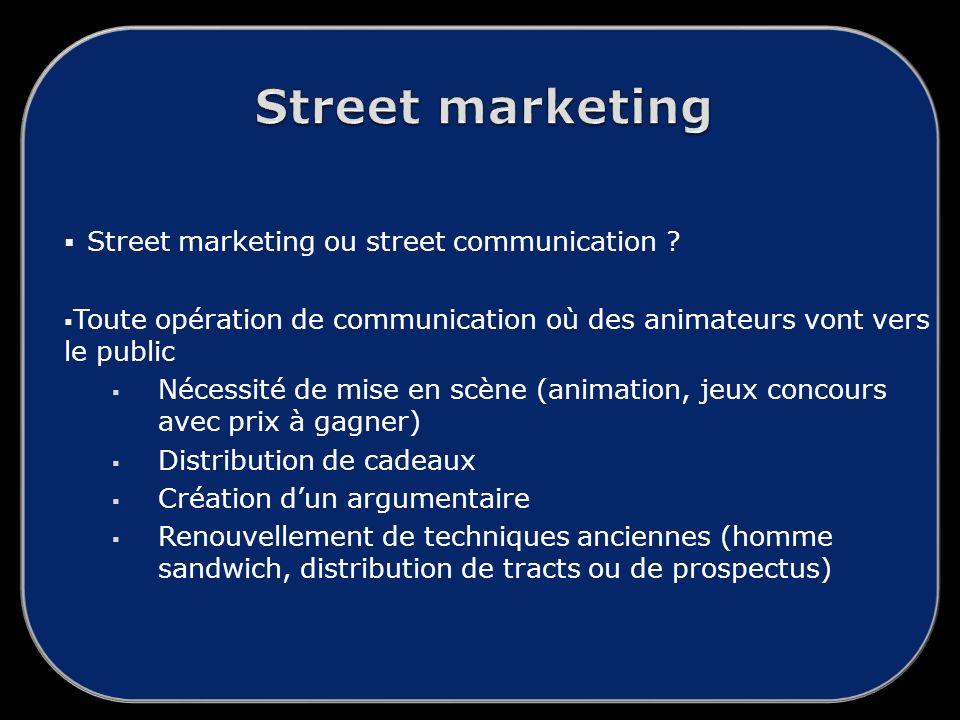 Street marketing ou street communication .