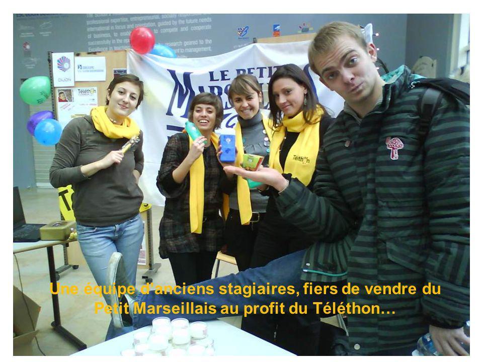 Une équipe danciens stagiaires, fiers de vendre du Petit Marseillais au profit du Téléthon…