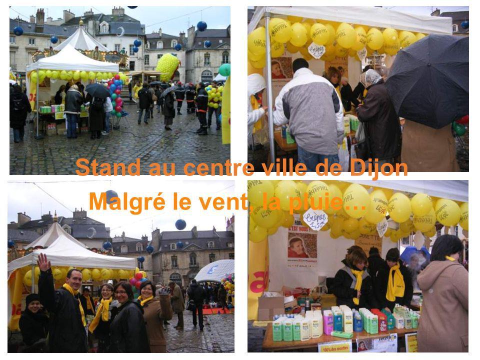 Malgré le vent, la pluie… Stand au centre ville de Dijon