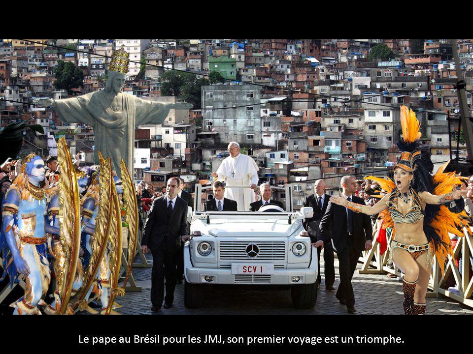 Le pape au Brésil pour les JMJ, son premier voyage est un triomphe.