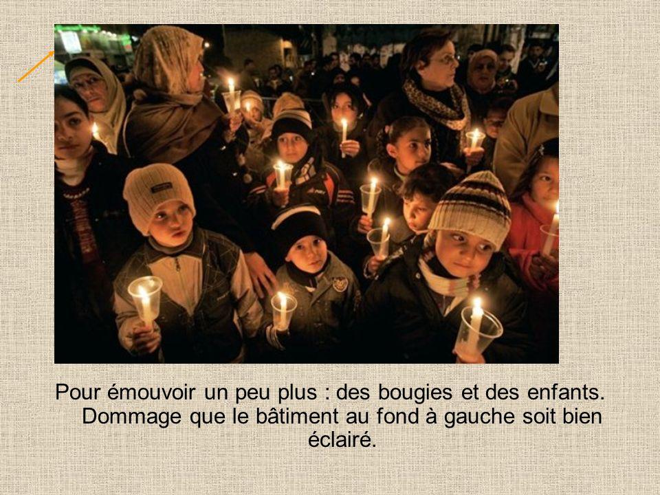 Pour émouvoir un peu plus : des bougies et des enfants.