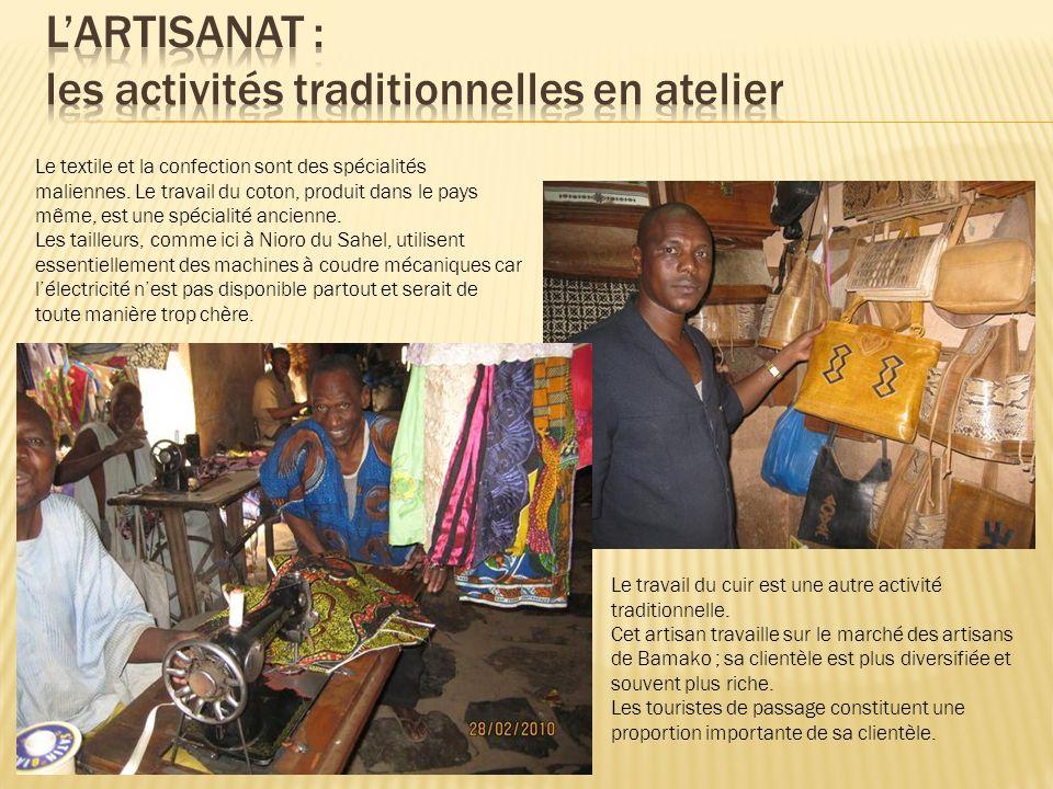 Le textile et la confection sont des spécialités maliennes. Le travail du coton, produit dans le pays même, est une spécialité ancienne. Les tailleurs