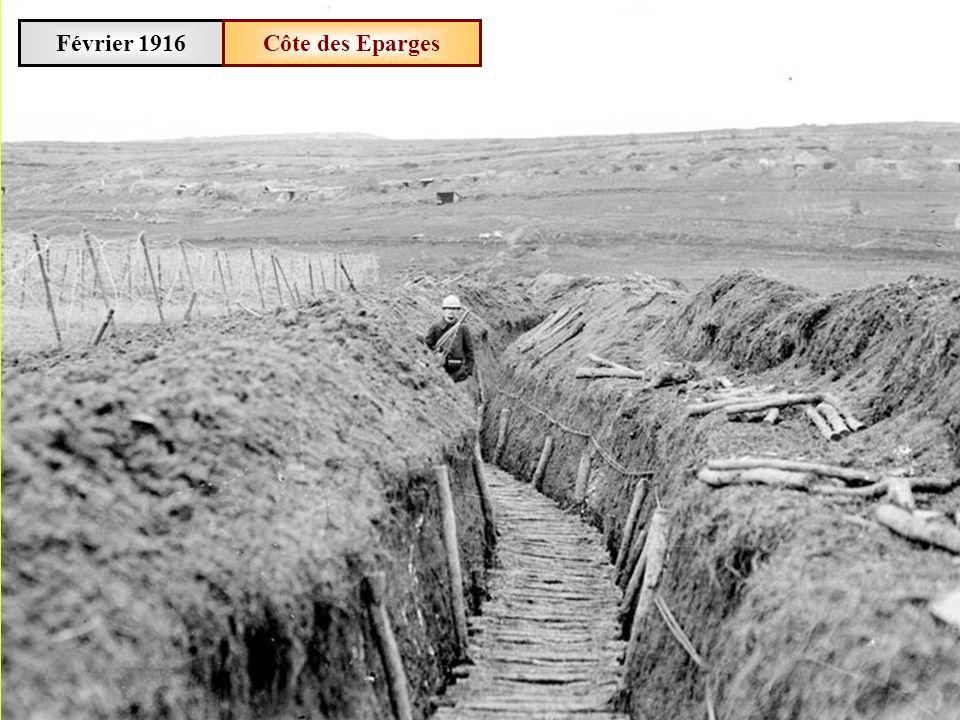 Février 1916Des fantassins se réchauffent dans la tranchée de Calonne