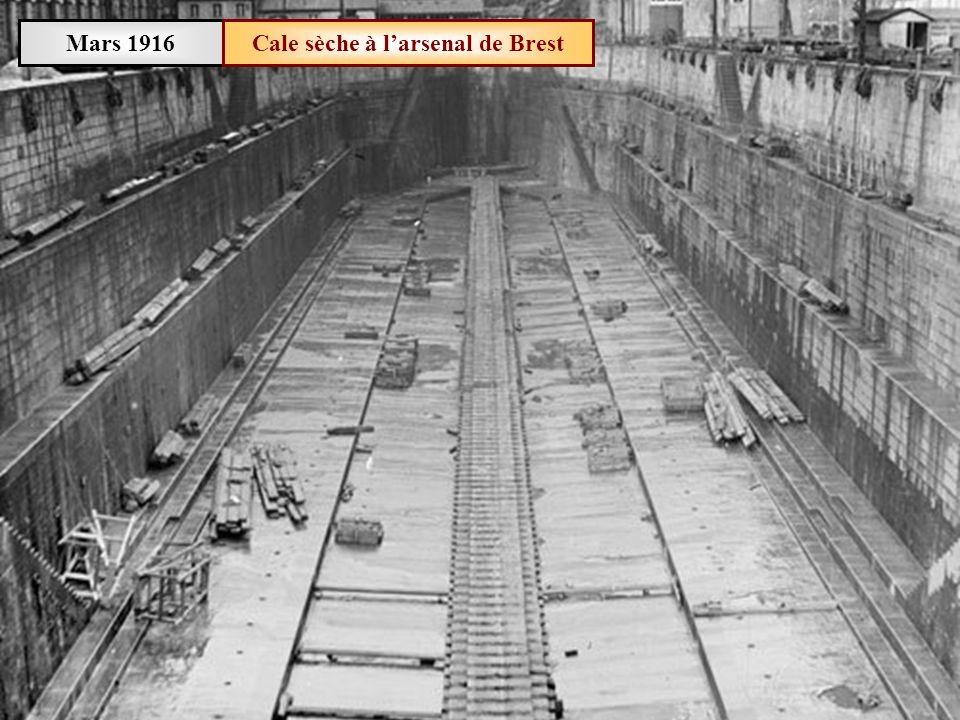 Mars 1916Rade de Brest Départ dun contre-torpilleur