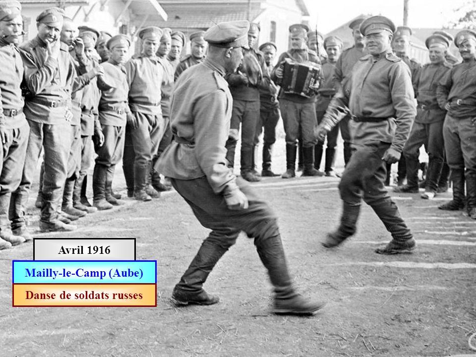 Avril 1916 Les troupes russes défilent à Marseille