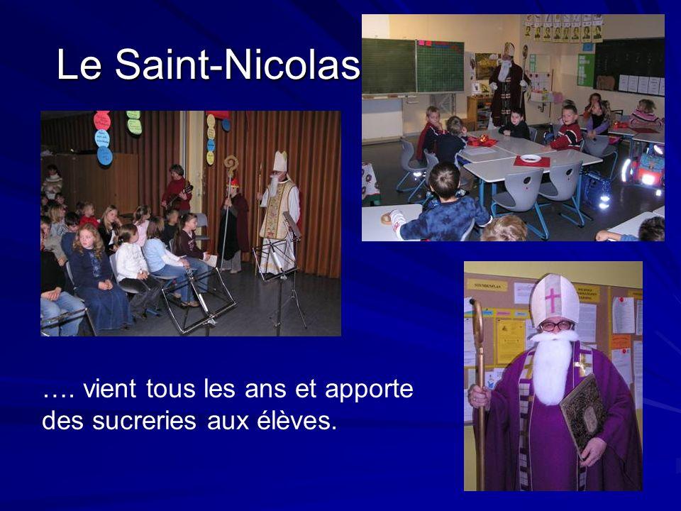 Le Saint-Nicolas …. vient tous les ans et apporte des sucreries aux élèves.