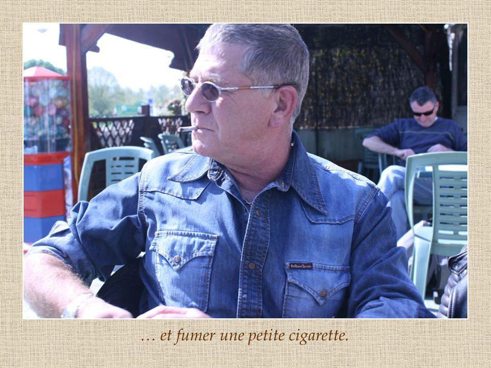 … et fumer une petite cigarette.