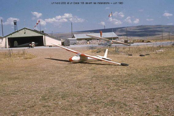 Un Nord 2000 et un Dacal 106 devant les installations – Juin 1960