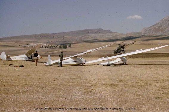 Une Alouette II de larmée de lAir en visite derrière deux Nord 1300 et un Dacal 106 – Juin 1960