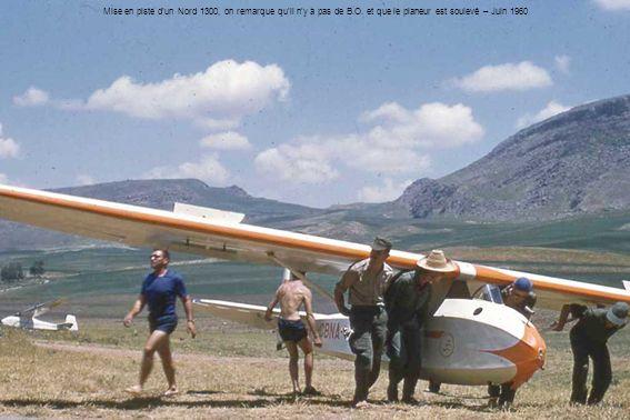 Mise en piste dun Nord 1300, on remarque quil ny a pas de B.O. et que le planeur est soulevé – Juin 1960