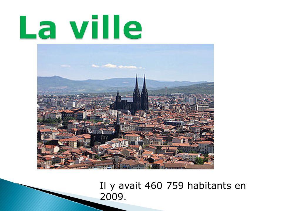 Il y avait 460 759 habitants en 2009.