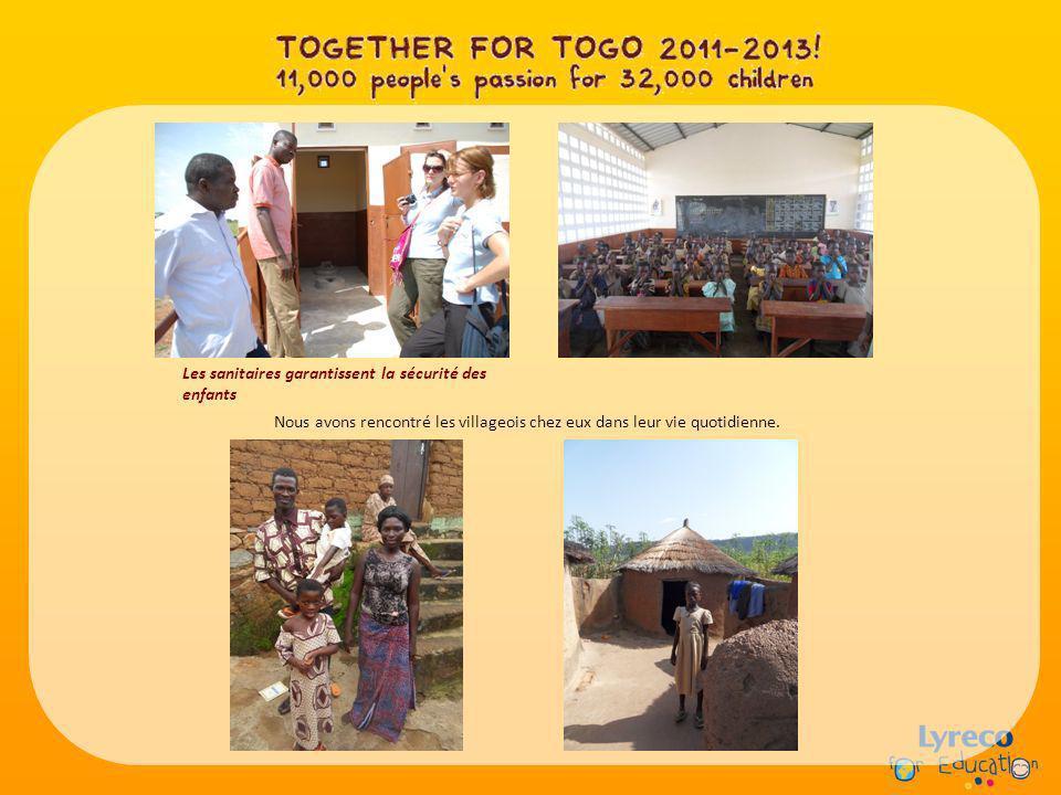 Les sanitaires garantissent la sécurité des enfants Nous avons rencontré les villageois chez eux dans leur vie quotidienne.