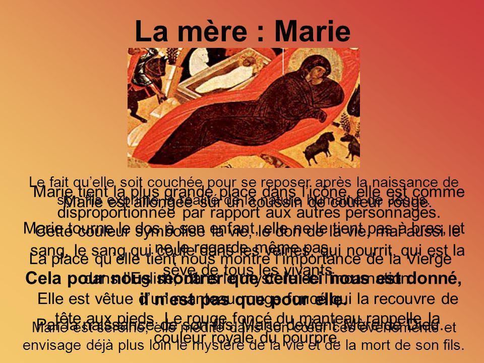 Marie est allongée sur un coussin de couleur rouge. Cette couleur symbolise la vie, le don de la vie, mai aussi le sang, le sang qui coule dans les ve