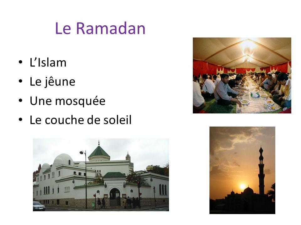 Le Ramadan LIslam Le jêune Une mosquée Le couche de soleil