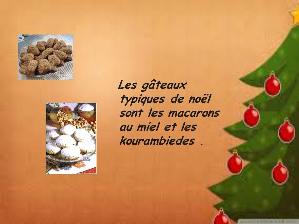 Les gâteaux typiques de noël sont les macarons au miel et les kourambiedes.