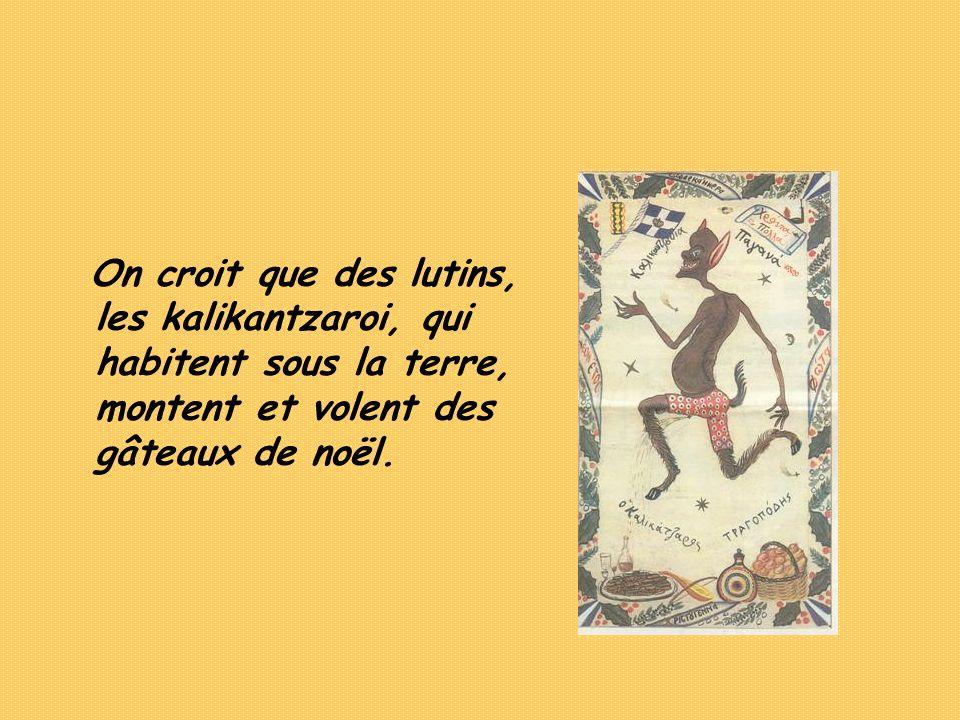 On croit que des lutins, les kalikantzaroi, qui habitent sous la terre, montent et volent des gâteaux de noël.