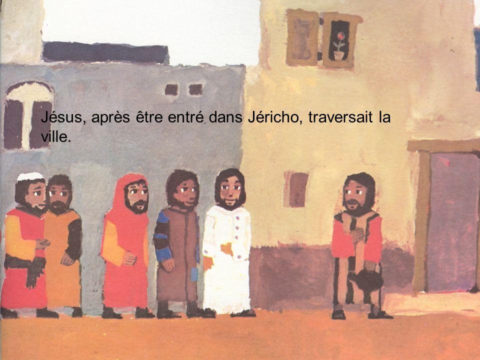 Jésus, après être entré dans Jéricho, traversait la ville.