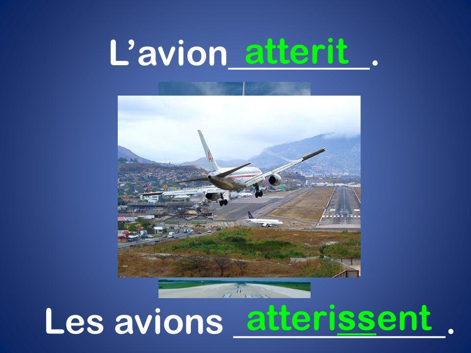 Lavion________. atterit Les avions ____________. atterissent