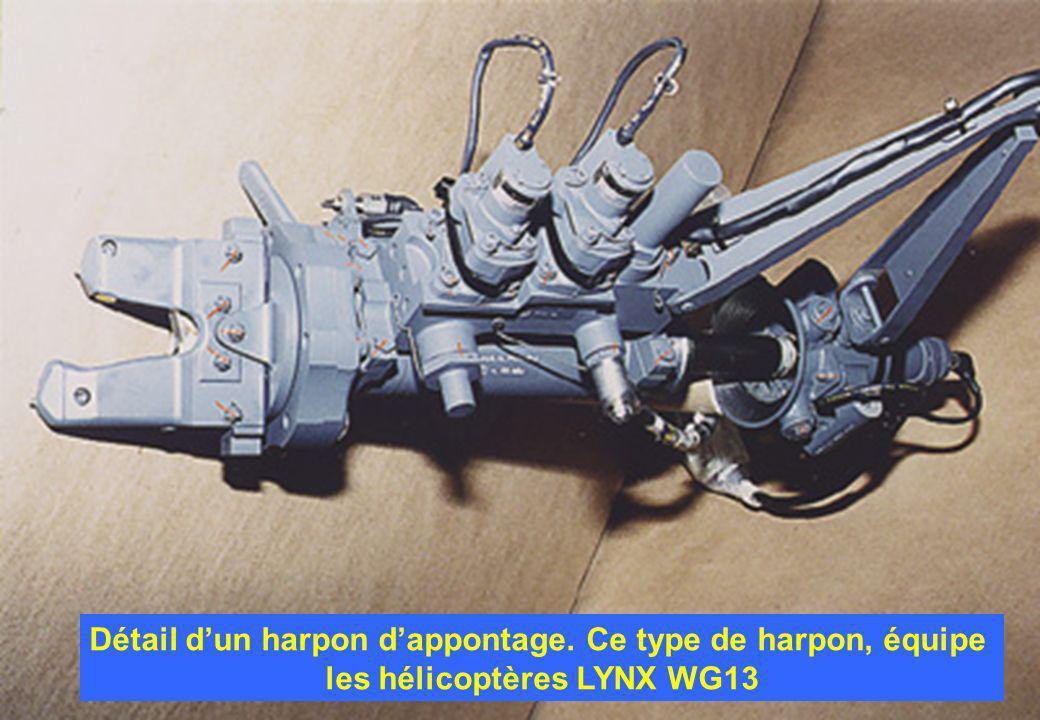 Détail dun harpon dappontage. Ce type de harpon, équipe les hélicoptères LYNX WG13