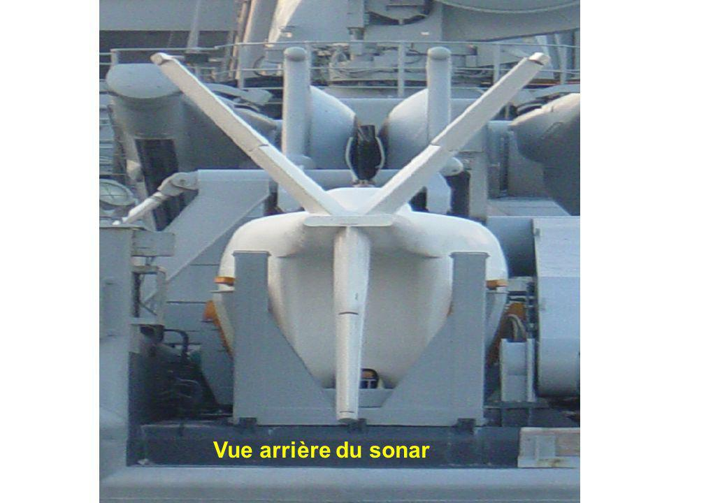 Le sonar remorqué VDS (Variable Depth Sonar) et son MSR (Mécanisme du Sonar Remorqué). Autre vue du sonar Vue arrière du sonar