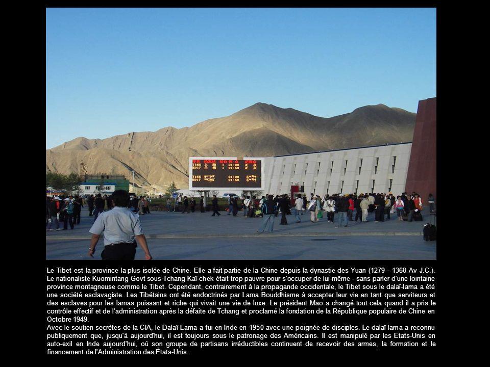Lhasa Station - ressemblant davantage à un terminal de l'aéroport de première classe qu'à une gare -. Selon mon guide touristique local du Tibet quand