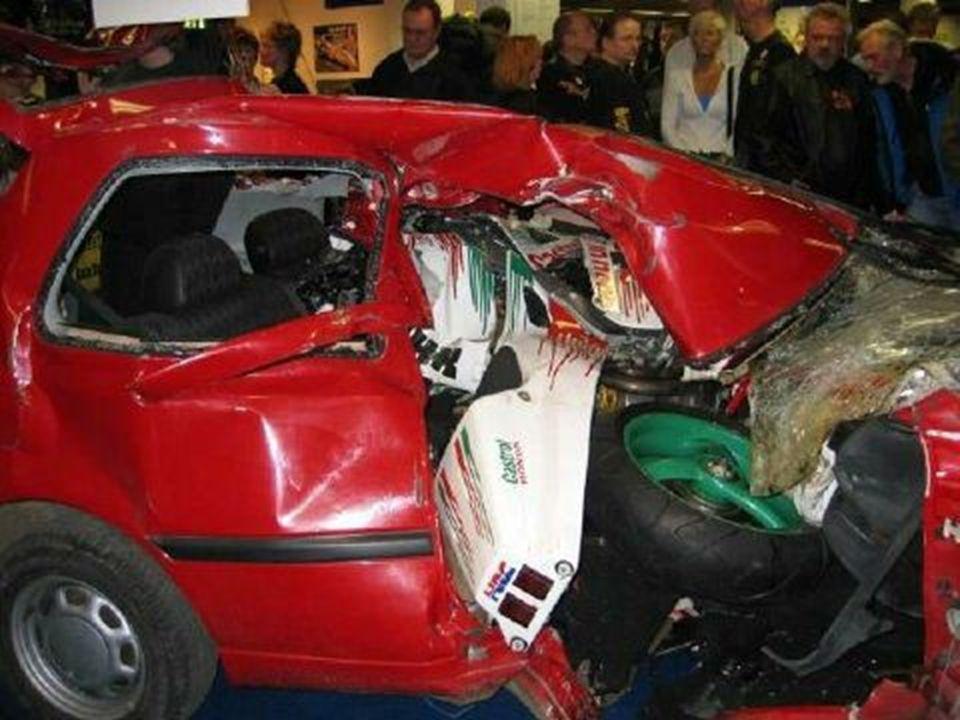 Les deux véhicules ont été conservés dans l état et placés par les services de la gendarmerie au stand de la sécurité routière pendant toute la durée du salon de la moto, dans le but de faire réfléchir ceux qui téléphonent au volant.