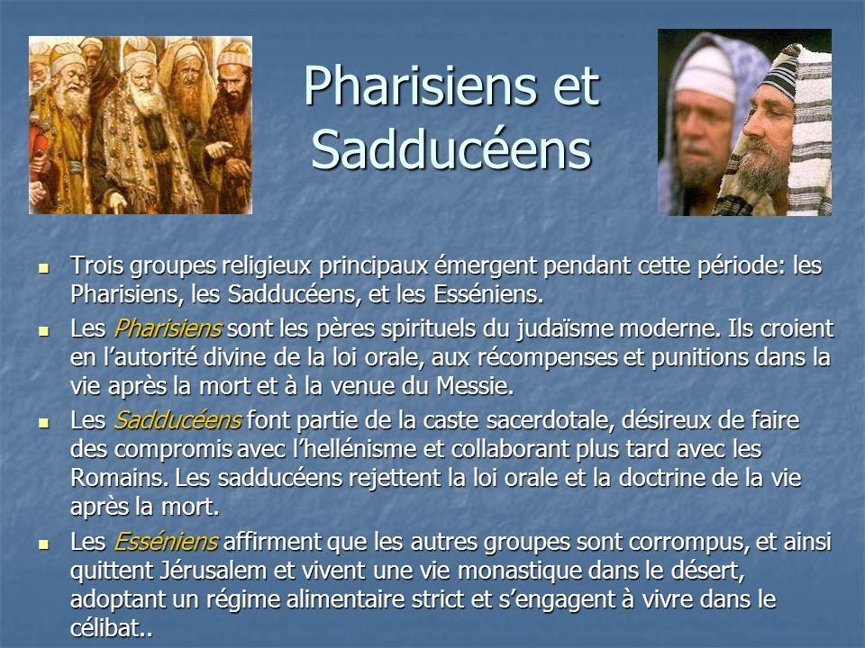 Pharisiens et Sadducéens Trois groupes religieux principaux émergent pendant cette période: les Pharisiens, les Sadducéens, et les Esséniens. Trois gr