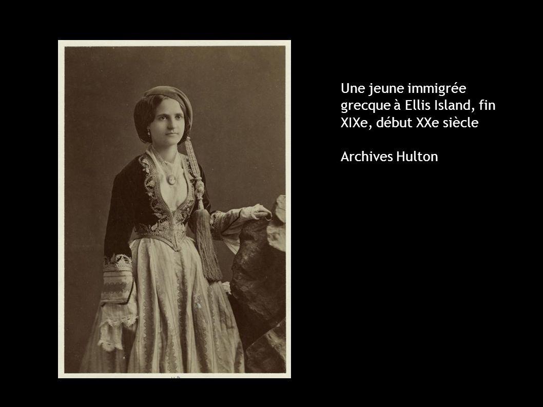 Une jeune immigrée grecque à Ellis Island, fin XIXe, début XXe siècle Archives Hulton