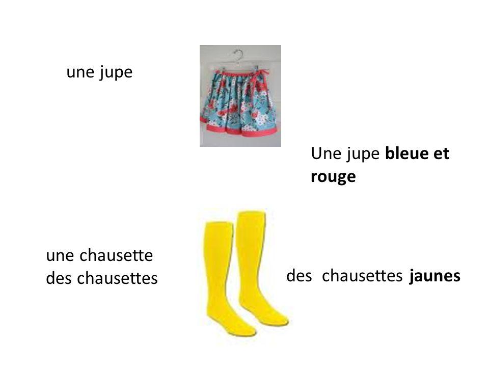 une jupe Une jupe bleue et rouge une chausette des chausettes des chausettes jaunes