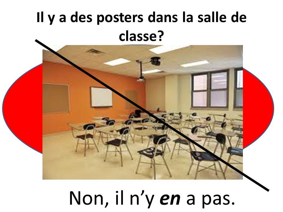 Il y a des bureaux dans la salle de classe? Oui, il y a vingt bureaux dans la salle de classe.