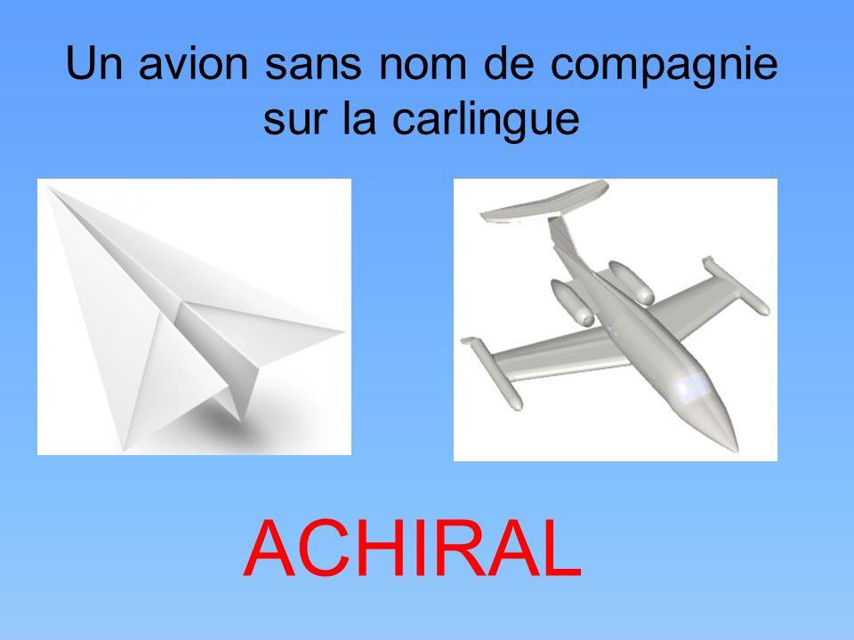 Un avion sans nom de compagnie sur la carlingue ACHIRAL