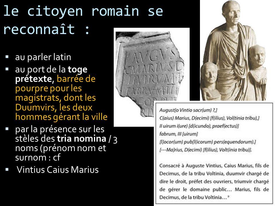 le citoyen romain se reconnaît : au parler latin au port de la toge prétexte, barrée de pourpre pour les magistrats, dont les Duumvirs, les deux homme