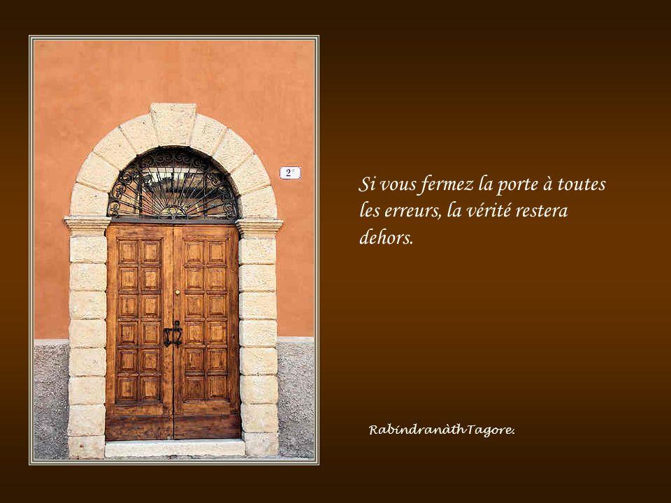 La lecture, une porte ouverte sur un monde enchanté. François Mauriac.