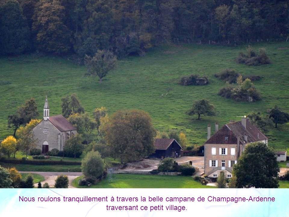Nous roulons tranquillement à travers la belle campane de Champagne-Ardenne traversant ce petit village.