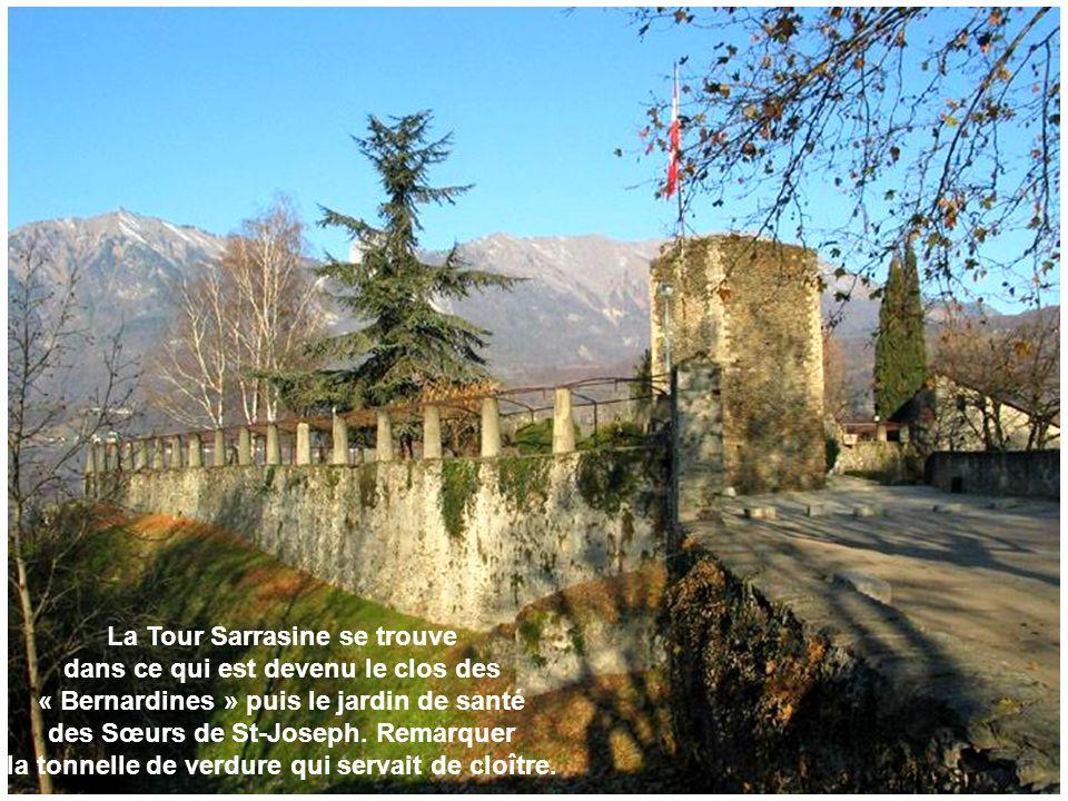 La Tour Sarrasine se trouve dans ce qui est devenu le clos des « Bernardines » puis le jardin de santé des Sœurs de St-Joseph. Remarquer la tonnelle d