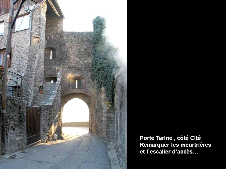 Porte Tarine, côté Cité Remarquer les meurtrières et lescalier daccès…