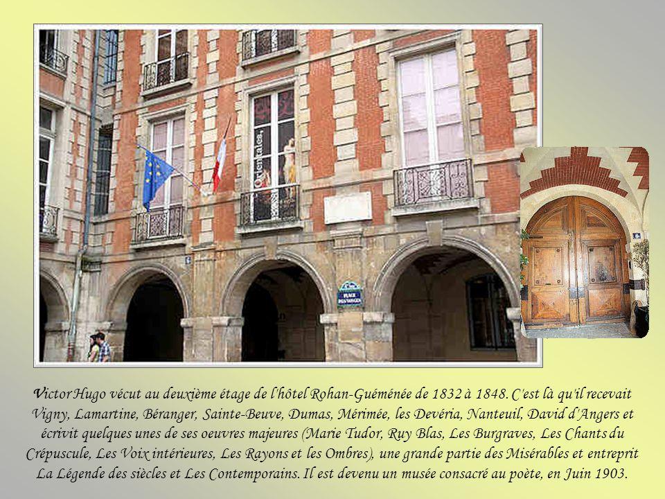 Lorangerie de lhôtel Sully, la porte à droite de la photo ouvre sur la place des Vosges.