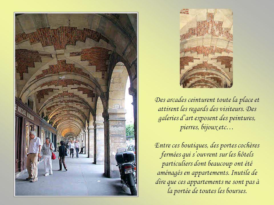 Cet hôtel fut bâti en 1606 pour Philippe de Coulanges et pour sa femme Marie de Bèze. Leur petite-fille, Marie de Rabutin-Chantal, future marquise de